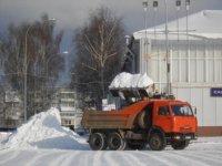 В Березовском за двое суток вывезено почти тысяча кубометров снега.